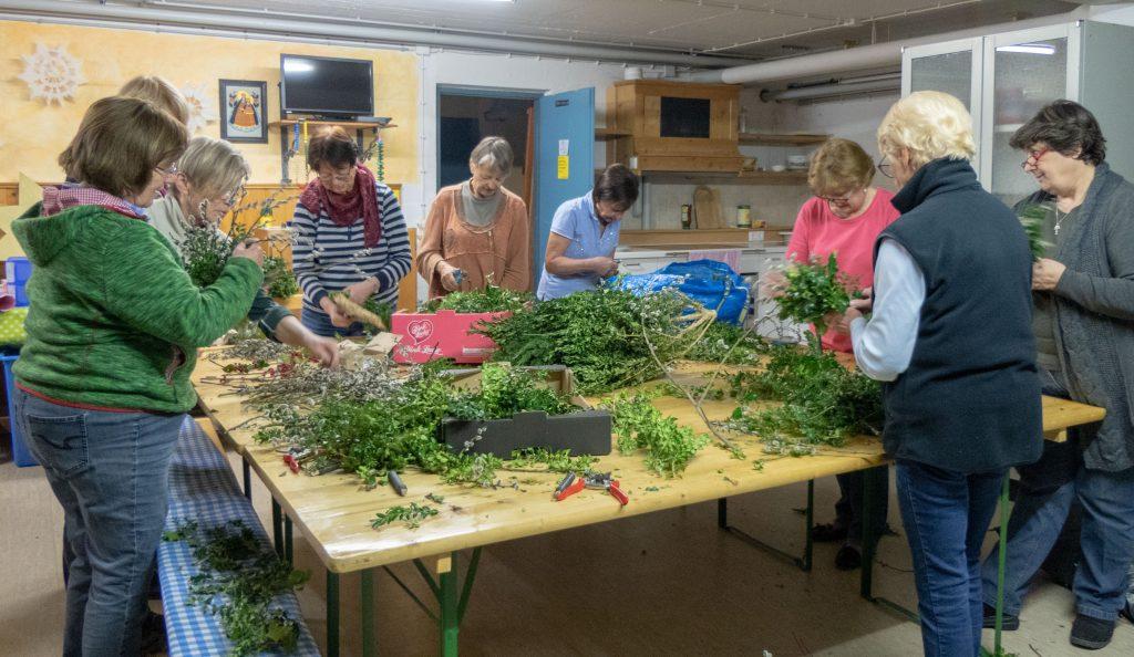Palmbuschenbinden des Gartenbauvereins Unterwössen