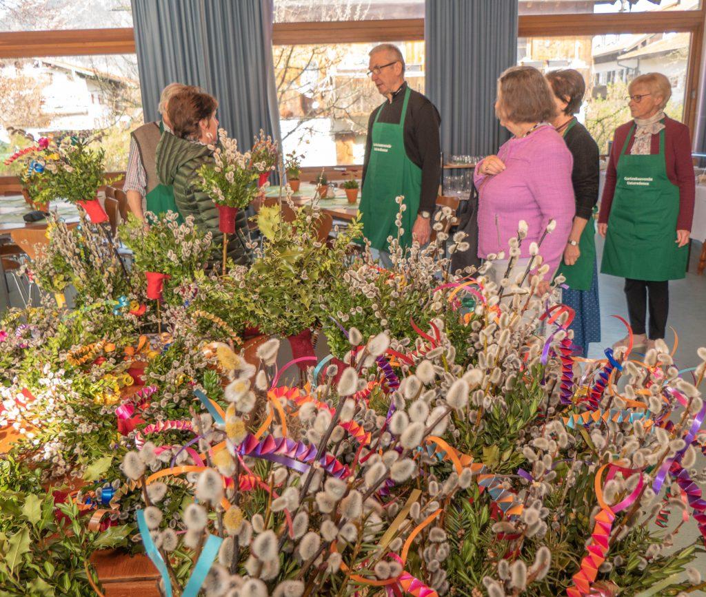 Palmbuschenverkauf des Gartenbauvereins zu Palmsonntag im Pfarrheim